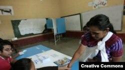 Los primeros votantes del día en una escuela en Santa Cruz, Chinautla, para la Presidencia de Guatemala para el período 2016-2020.