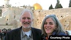 El contratista Alan Gross con su esposa, Judy, en una foto tomada en Jerusalén en 2005 (Foto: cortesía familia Gross).