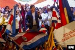 Carlos Alvardo, del Partido Acción Ciudadana, da su discurso de la victoria en presidenciales de Costa Rica.