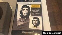La figura para armar con la imagen de Ernesto Che Guevara a la venta en la tienda del PAMM. (Foto: Maria Werlau)