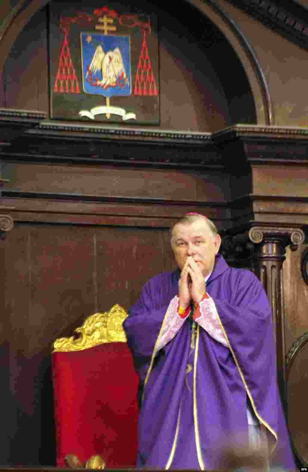 El arzobispo de Miami, Thomas Wenski, oficia una misa en la Catedral de La Habana, Cuba, el martes 27 de marzo de 2012.