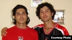 De izquierda a derecha: Antonio Michel y Marco Maykel Lima Cruz en 2011.