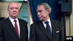 Rodrigo Malmierca (izq.), junto al exsecretario de Comercio estadounidense Carlos Gutiérrez (d).