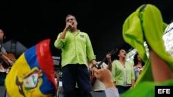 Rafael Correa habla durante la convención del partido Alianza País.