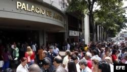 Vista del exterior del Palacio de Justicia de Caracas, durante causa contra la magistrada venezolana María Lourdes Afiuni.