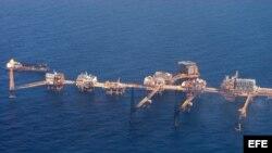 Imagen de archivo de una plataforma petrolera en el Caribe.