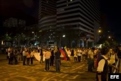 Varias personas se manifestaron en contra del Gobierno venezolano el miércoles 19 de marzo de 2014, en la Plaza Altamira, en Caracas (Venezuela).