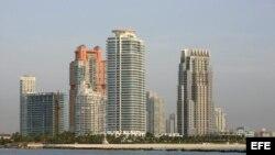 Vista general de varios edificios en Miami Beach, Florida (EEUU).