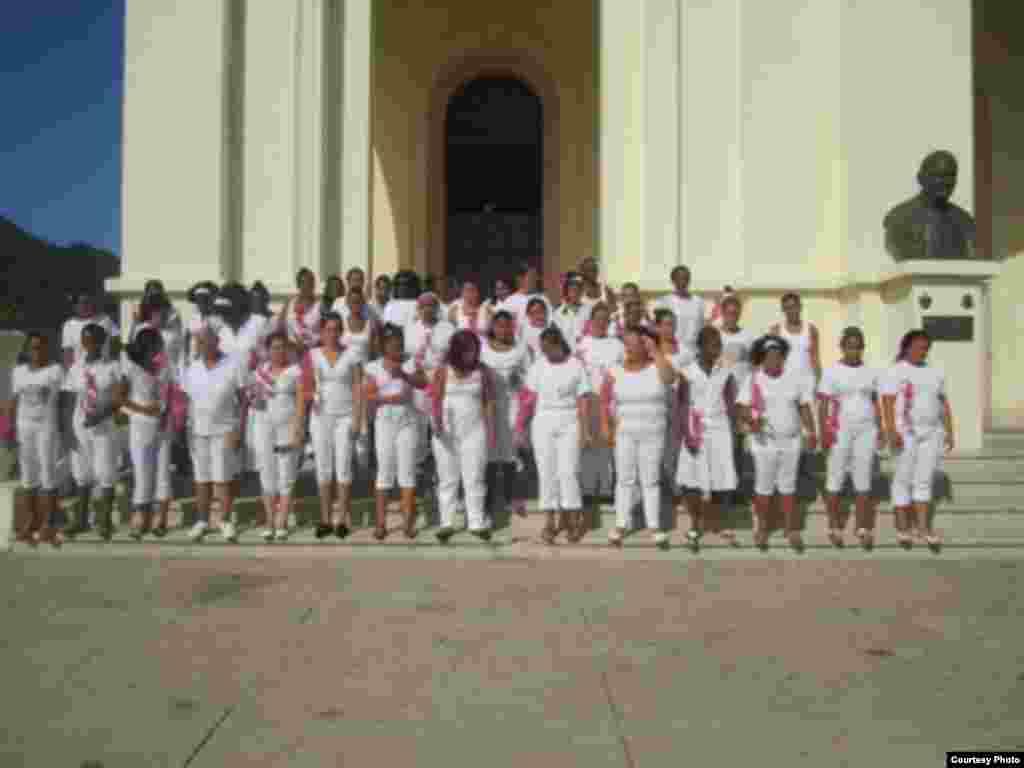 Damas de Blanco en el Santuario del Cobre