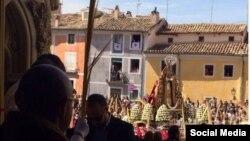 La Virgen entra en la catedral de Cuenca durante la procesión del Hosanna.