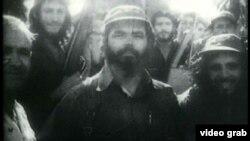 Huber Matos (al centro) con uniforme del Ejercito Rebelde