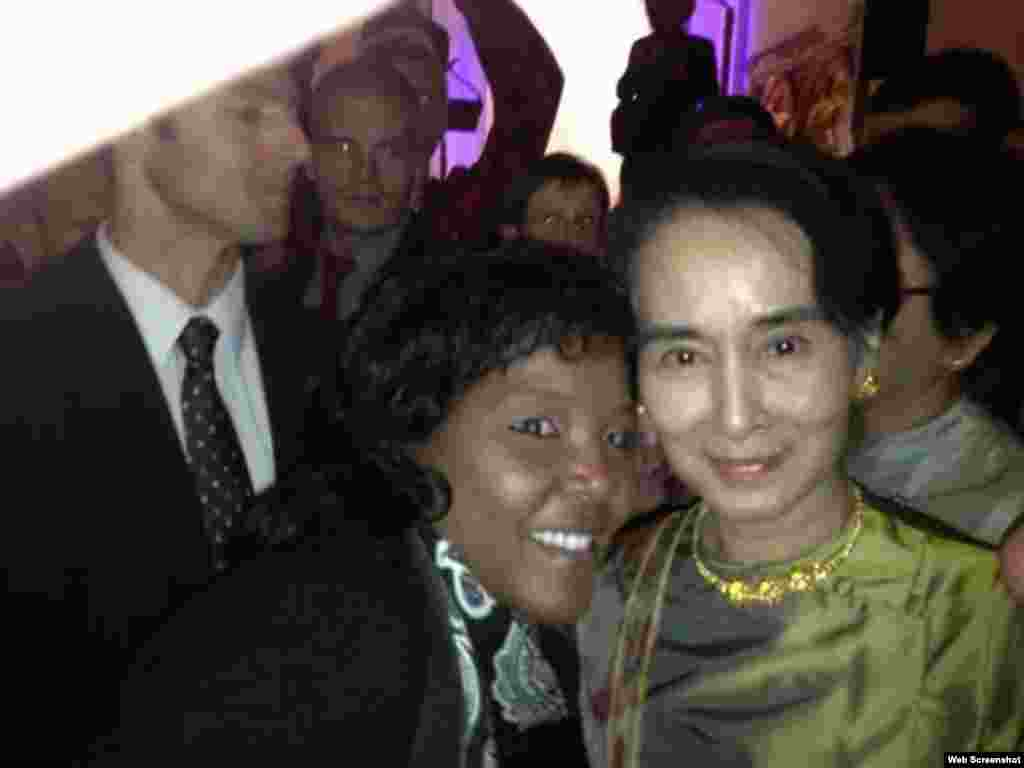 La opositora cubana Yris Pérez Aguilera junto a la premio Nobel de la Paz birmana, Aung San Suu Kyi.
