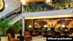 El Lobby del Hotel Saratoga.