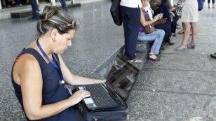 Puntos de WiFi abren mercado alternativo a cuentapropistas cubanos