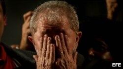 El expresidente brasileño Luiz Inácio Lula da Silva en un evento con miles de simpatizantes tras declarar como imputado por corrupción.