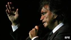"""El cantante venezolano Jose Luis Rodríguez """"El Puma"""" se presenta en el Hard Rock Cafe de Miami, Florida (EEUU)."""