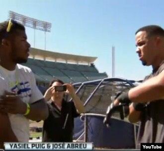 """Yasiel Puig y José """"Pito"""" Abreu se encuentran en el estadio de los Dodgers."""
