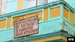 Vista exterior de una vivienda en venta en La Habana, Cuba.