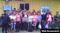 Grupo de 26 cubanos retenidos en Honduras el 5 de agosto.