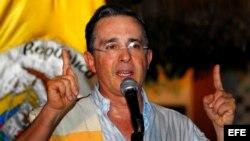Fotografía de archivo del ex presidente de Colombia Alvaro Uribe.