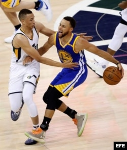 Stephen Curry (d).