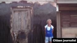 Impiden a matrimonio de Manzanillo realizar proyecto comunitario con niños; deportación arbitraria y arresto por distribuir CDs