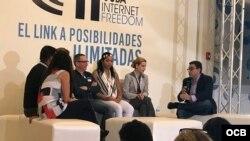 CIF sobre redes sociales en Cuba: de izq. a der. Yaíma Pardo, Alexéi Gámez, Regina Coyula, Walfrido López, Liudmila Cedeño, Liu Santiesteban y el moderador Osmín Martínez.