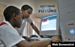 Estudiantes en un Joven Club de Computación (Archivo)