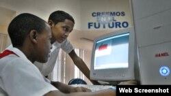 Estudiantes en un Joven Club de Computación