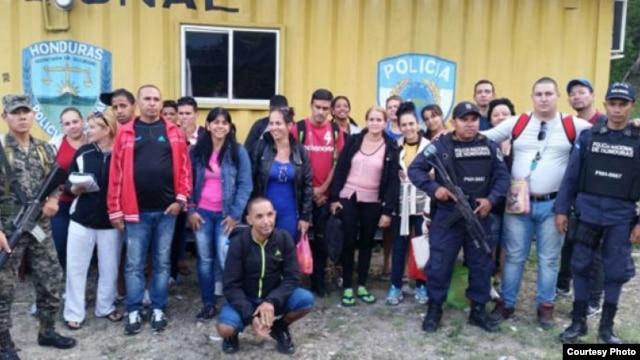 Los cubanos arrestados en Agua Caliente.