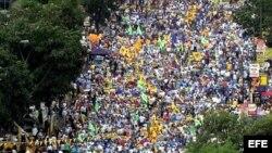 Discrepan venezolanos en cuanto al posible ganador