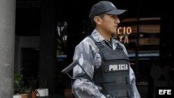 Policías ecuatorianos.