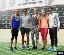 (i-d) Ana Ivanovic de Serbia, Rafael Nadal de España, Maria Sharapova de Rusia, Caroline Wozniacki de Dinamarca y Roger Federer de Suiza.