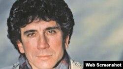 Reinaldo Arenas llegó a EEUU durante el éxodo masivo de 1980. Murió en 1990.