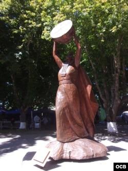 Escultura mapuche en madera en Nueva Imperial / Foto: Angélica Mora