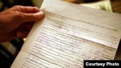 Certificado de nacimiento supuestamente expedido en Cuba (foto de El Nuevo Herald)