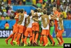 El equipo holandés celebra su victoria sobre Costa Rica.