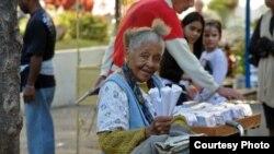 """""""Dichosa ella que tiene diez o veinte pesos para viajar. Yo sólo tengo para la guagua y el maní"""""""