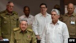 Raúl Castro y Díaz Canel en una sesión parlamentaria de la Asamblea Nacional, en junio de 2017.