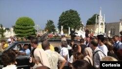 Féretro de Oswaldo Payá llega al cementerio de Colón