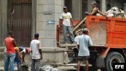 Mejorar el acceso al agua, a un saneamiento eficaz, a la gestión adecuada de los desechos y al control de los vectores.