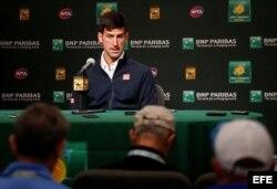 Djokovic habla durante una conferencia de prensa.