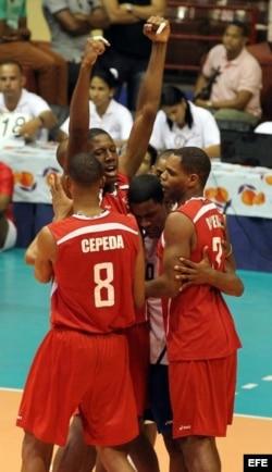 Voleibolistas cubanos.