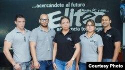 Elizabeta Castro Ferrera (al centro) ha logrado abrir una sucursal de su negocio.