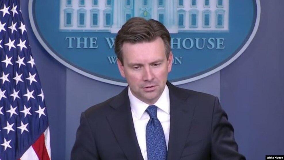El vocero de la Casa Blanca Josh Earnest, durante su conferencia de prensa diaria.