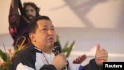 Hugo Chávez, presidente venezolano, dice que todo marcha bien pero el Jueves Santo imploró por su vida.