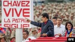 El presidente venezolano, Nicolás Maduro (c), y su esposa, Cilia Flores (d).