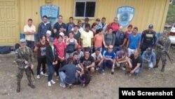 Grupo de 71 cubanos indocumentados detenidos en Honduras.
