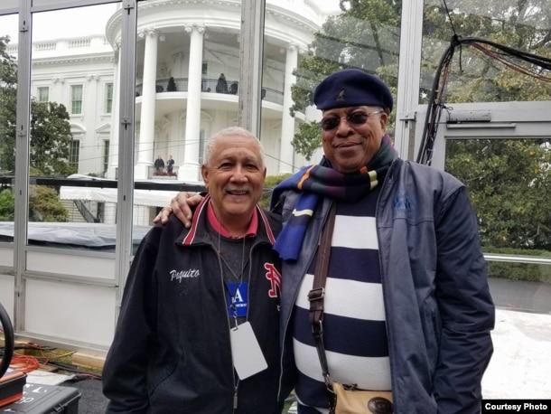 """""""Lo que Dios juntó, no lo separen los 'inhumanos'"""", escribió Paquito D' Rivera después de publicar en Facebook esta foto con Chucho Valdés tomada frente a la Casa Blanca.(FB D' Rivera)"""