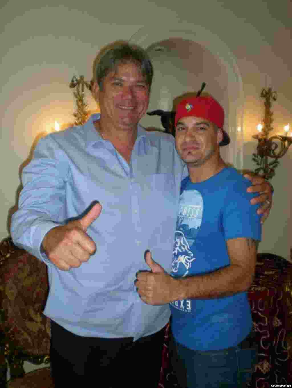 William Pérez con el estelar Rolando Arrojo.Cortesía de Glorias del béisbol cubano.